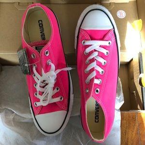 converse pink pow